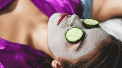 Gesichtsmaske selber machen: Die wichtigsten Tipps & Rezepte für deine Haut